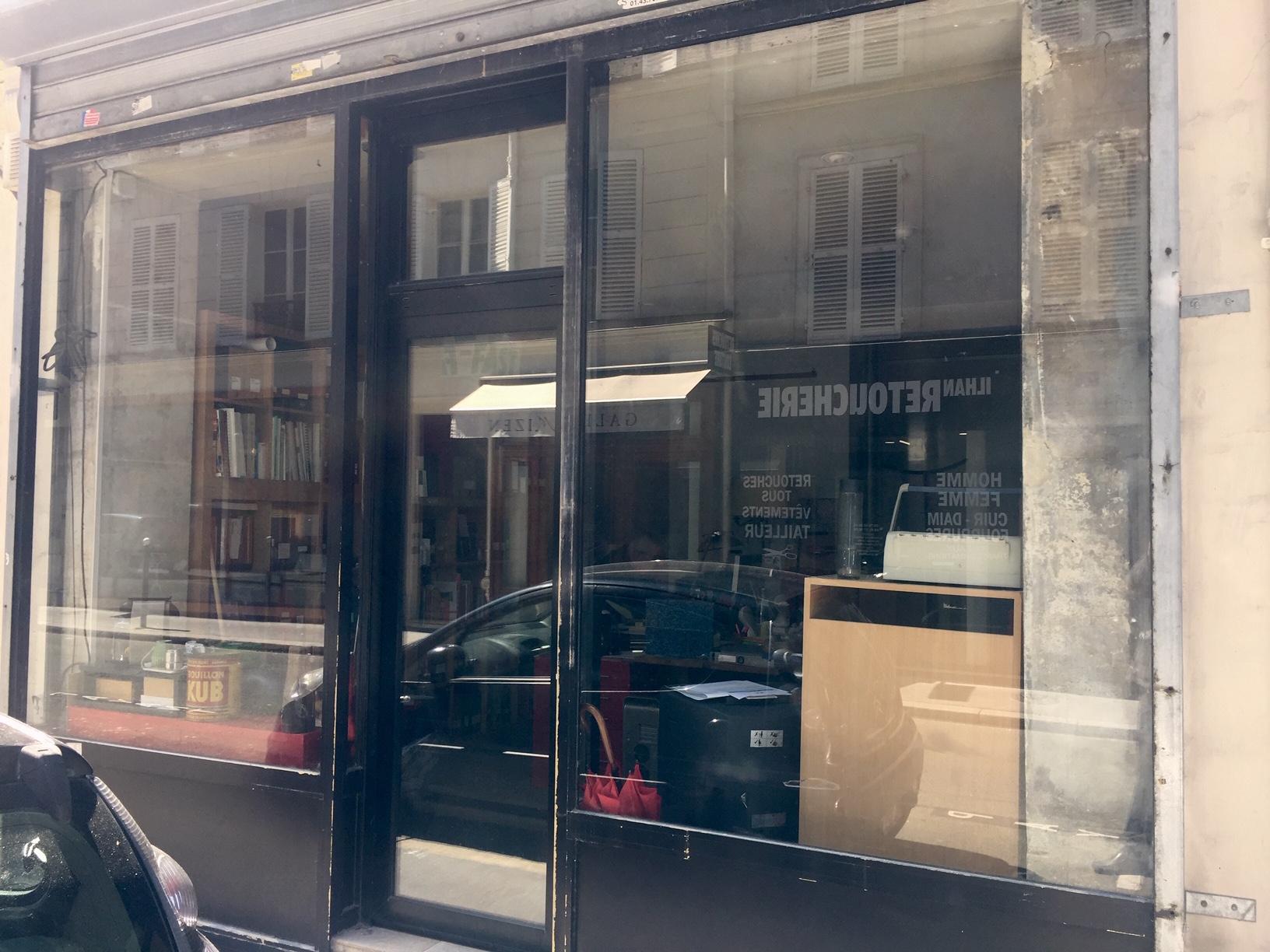 Murs de boutique  PARIS 7è