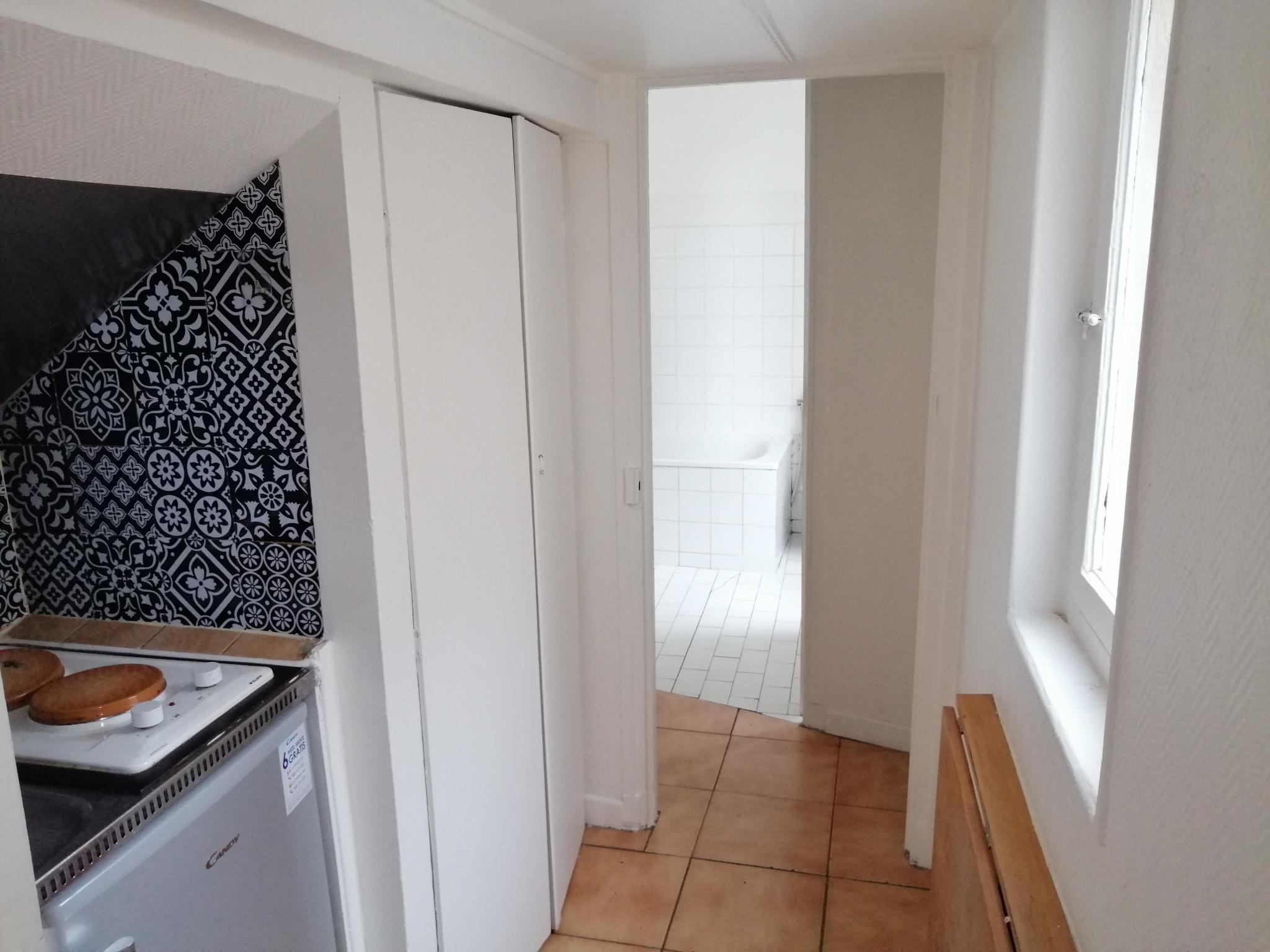 Appartement en Location à Levallois-perret / 1 pièce 16m2